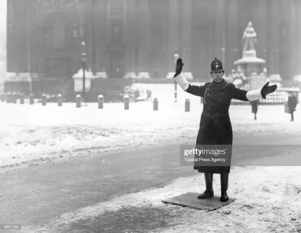 Snow Policeman : News Photo