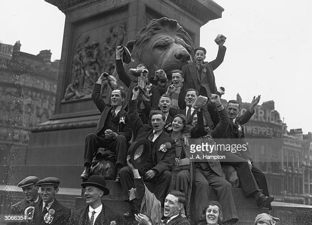 Rugby League supporters in London for the Cup Final between Huddersfield and Warrington at Wembley Stadium do a spot of sightseeing in Trafalgar...