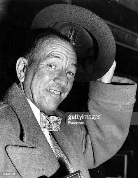 6th May 1952 Southampton England A picture of British playwright and composer Noel Coward as he arrives at Southampton aboard the Queen Mary