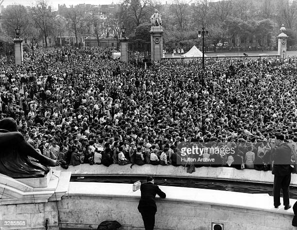 The area outside Buckingham Palace is packed with onlookers to see Princess Margaret and Antony Armstrong-Jones appear on the balcony after their...