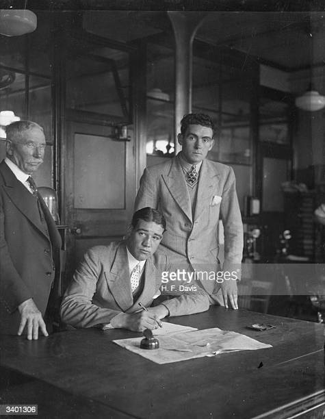 British boxer Jack Pettifer and Ireland's Jack Doyle signing contracts in London for their forthcoming heavyweight fight at Crystal Palace