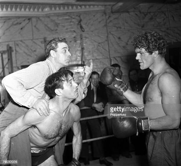 6th September 1947 A picture of Jack Durant the American comedian meeting Freddie Mills the British boxer in Jack Solomons Gym with Jack La Rue...