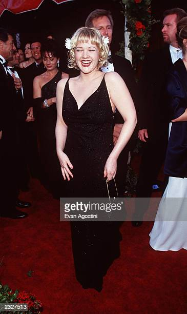 ANGELES CALIFORNIA 70th ANNUAL ACADEMY AWARDS AT THE SHRINE AUDITORIUM ARRIVAL DREW BARRYMORE PHOTO Evan Agostini/Getty Images