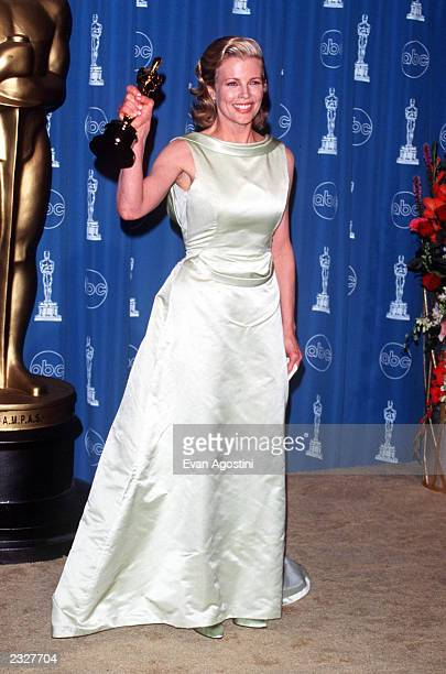 ANGELES CALIFORNIA 70th ANNUAL ACADEMY AWARDS AT THE SHRINE AUDITORIUM Pressroom Kim Basinger Photo Evan Agostini/Getty Images