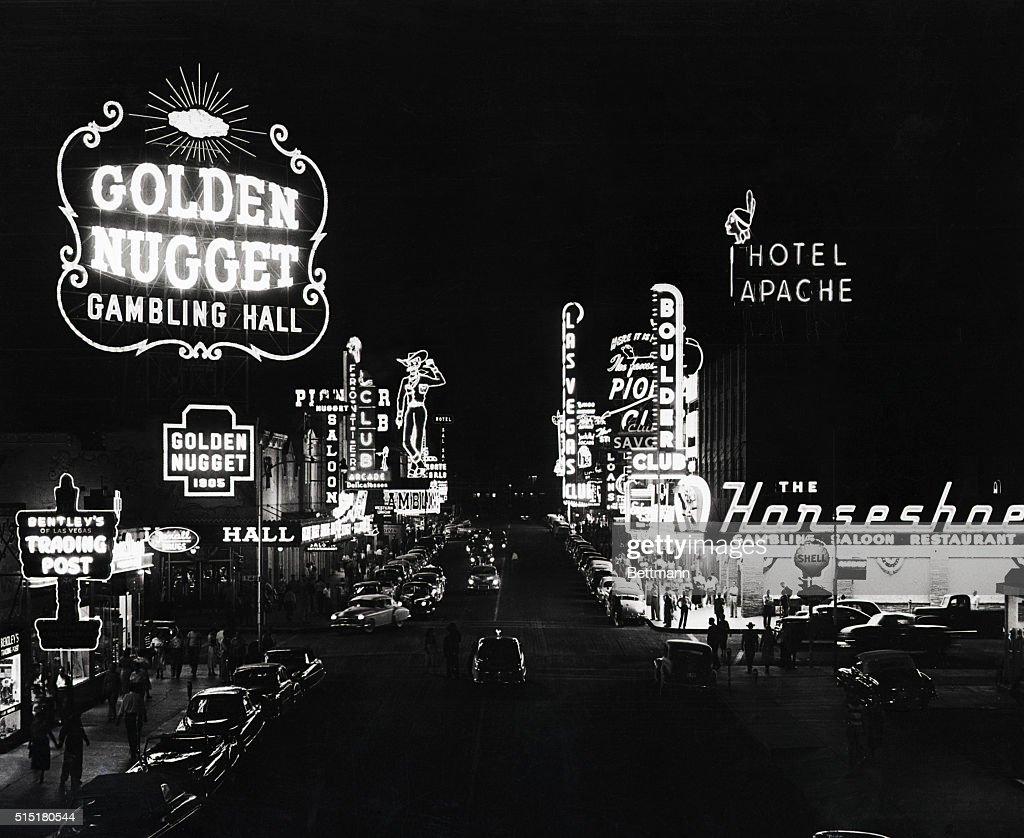 Neon Casino Lights in Las Vegas : Fotografía de noticias