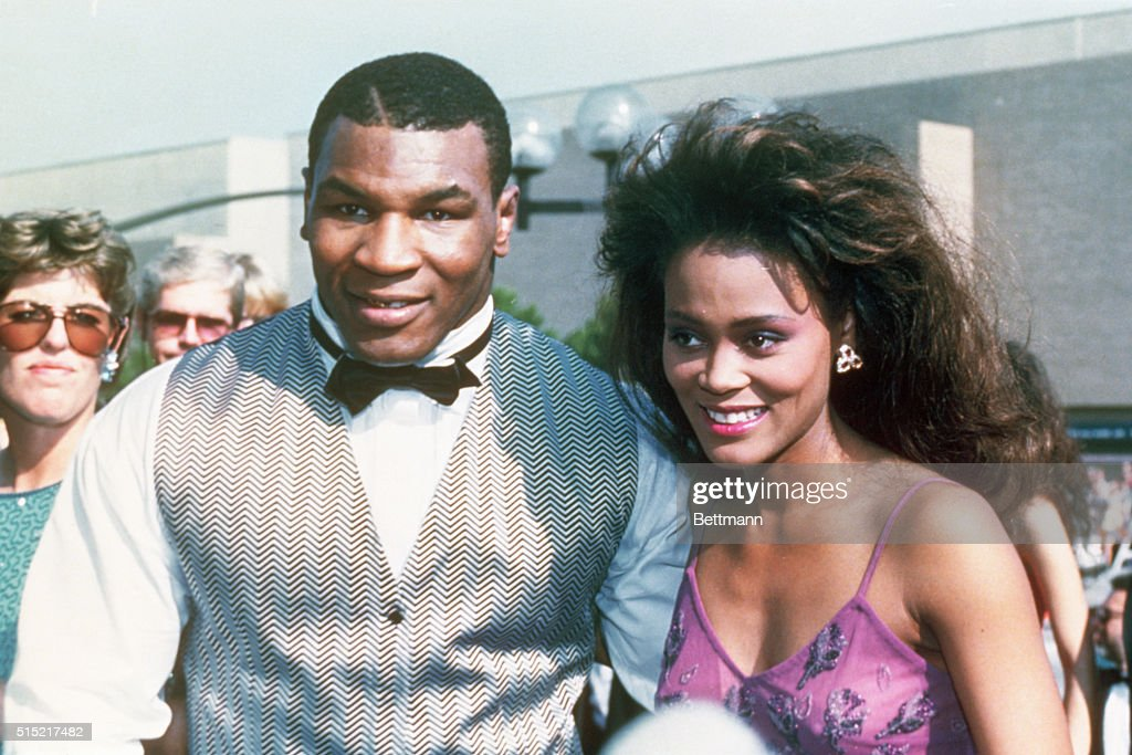 Headshots Robin Givens with Mike Tyson Outside : News Photo