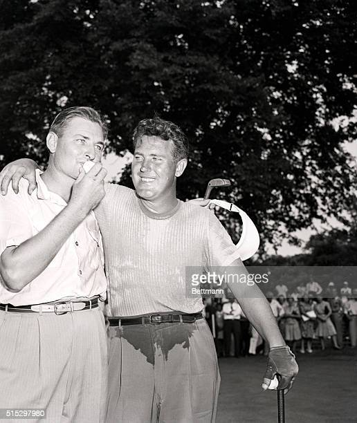 7/27/43Chicago Illinois Harold 'Jug' McSpaden of Merion PA kisses the ball after sinking a 25foot putt on the 18th hole to beat Buck White of...