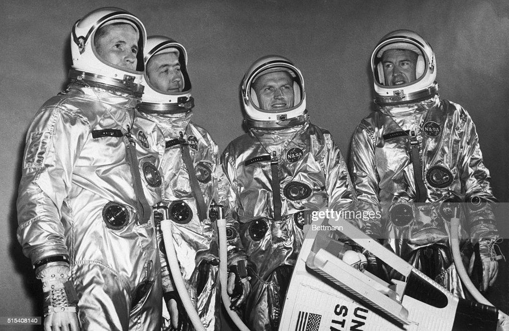 Gemini Flight Crew Pose with Model Craft : News Photo