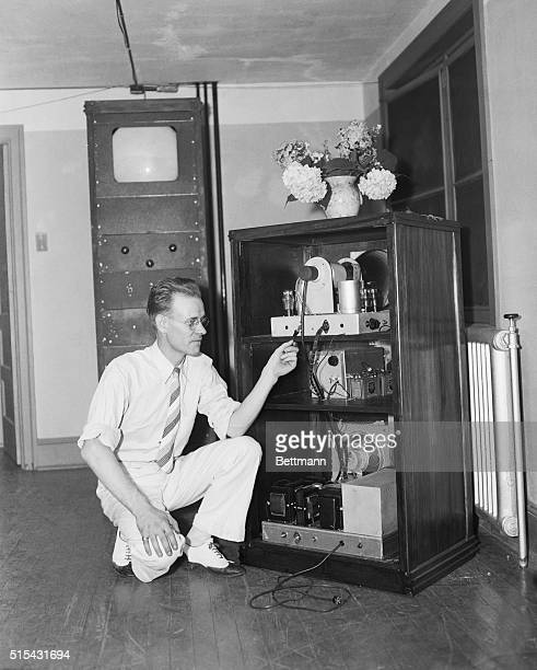 7/30/35Philadelphia PA Philo T Farnsworth who demonstrated his TV system to a group of newsmen and radio experts is shown explaining the construction...