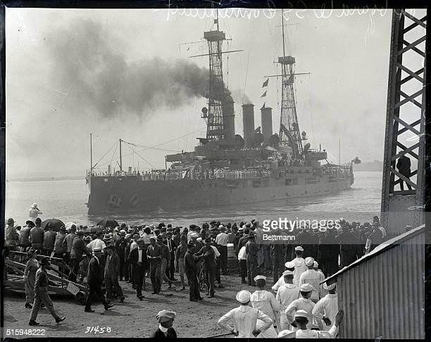 7/31/1915Philadelphia PA Photo shows a crowd on the pier watching the USS Connecticutsteaming out of League Island Navy Yard Philadelphia July 31...