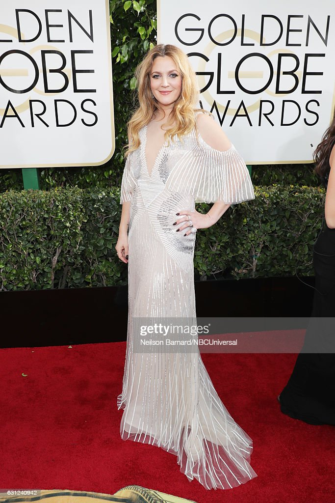74th ANNUAL GOLDEN GLOBE AWARDS -- Pictured: Actress Drew Barrymore arrives to the 74th Annual Golden Globe Awards held at the Beverly Hilton Hotel on January 8, 2017.