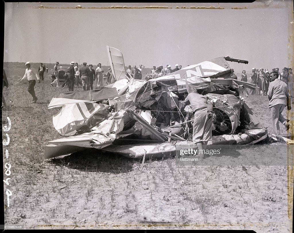 Hoot Gibson's Wrecked Plane : News Photo