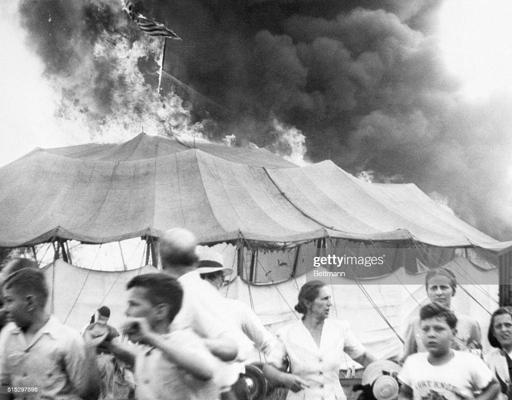 Burning Circus Tent : ニュース写真