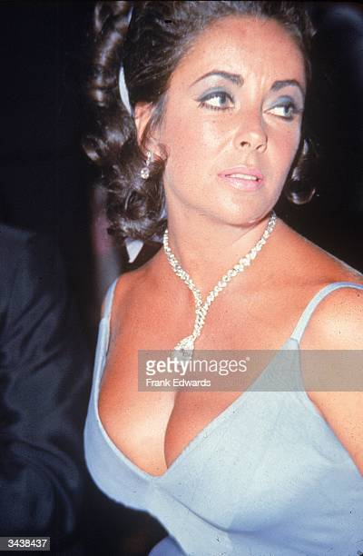 British born actor Elizabeth Taylor wears the TaylorBurton diamond on a necklace at the 1970 'Oscar' Ball at the Beverly Hilton Hotel Beverly Hills...