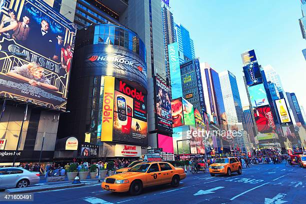 7th ave at time square, new york city - 7th avenue stock pictures, royalty-free photos & images