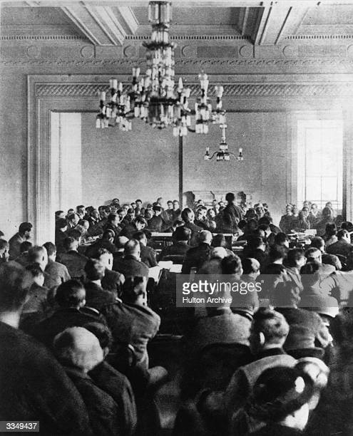 The sitting of the Dail Eireann at Dublin which ratified the AngloIrish Treaty Republicans led by de Valera refused to accept the authority of the...