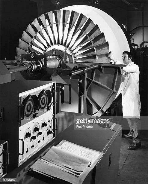 A productionbuilt Rolls Royce RB 211 threeshaft turbofan power unit at the Derby factory of the Rolls_Royce Aero Division as used in Lockheed L1011...
