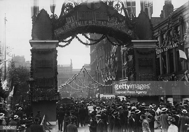 A decorated archway from the Metallic Bedstead Manufacturers greeting a Royal visit to Birmingham
