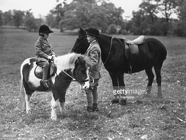 Young riders Susan Scarfe and Bill Dewing attend a hunt at Stanlake Park Berkshire on miniature ponies