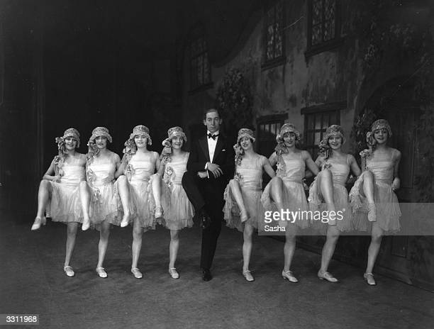 Claude Hulbert and chorus girls in a scene from the musical comedy 'Sunny' at the London Hippodrome Playwright Otto Harbach Librettist Oscar...