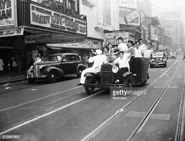 8/14/1945New York NY Crowds in Times Square celebrate VJ Day in City Streets