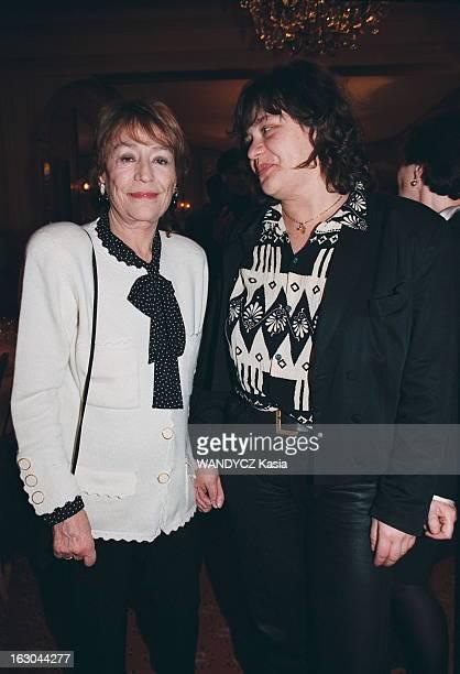 85Th Birthday Of Georges Cravenne. Georges CRAVENNE fête ses 85 ans au Fouquet's à Paris : Annie GIRARDOT et sa fille Giulia SALVATORI..