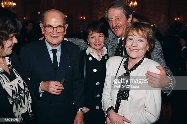 85Th Birthday Of Georges Cravenne. Georges CRAVENNE fête ses 85 ans au Fouquet's à Paris : Giulia SALVATORI, Georges CRAVENNE, Françoise ARNOUL, Jean...