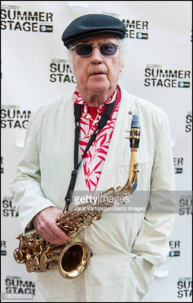 85yearold American Jazz musician Lee Konitz poses with his alto saxophone for a portrait backstage after headlining the final day of the 21st Annual...