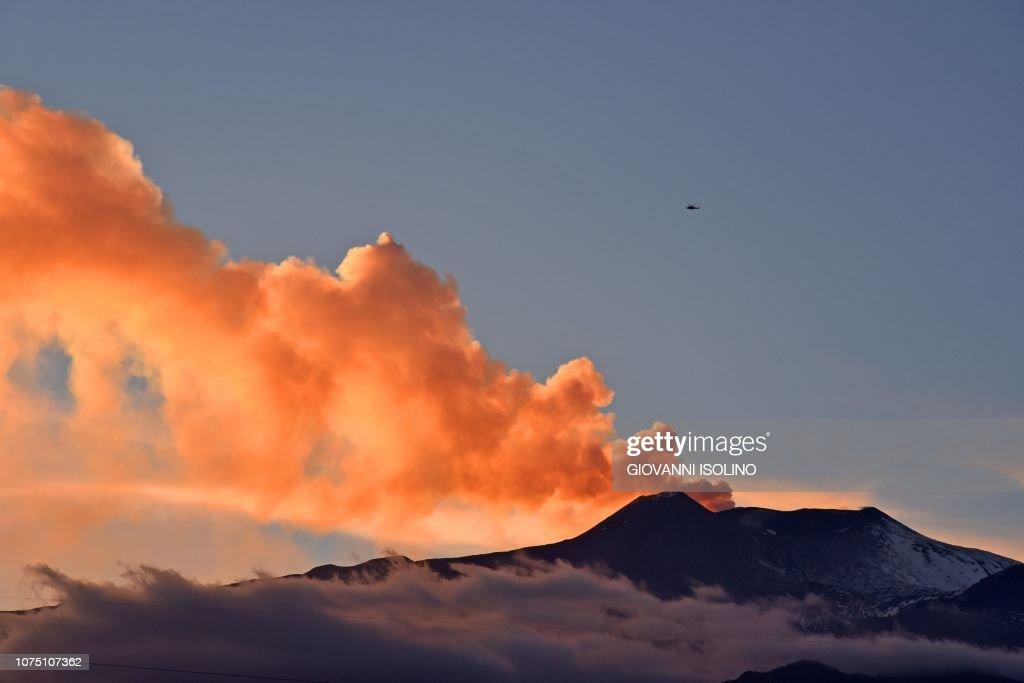 TOPSHOT-ITALY-QUAKE-MOUNTAIN-VOLCANO : News Photo