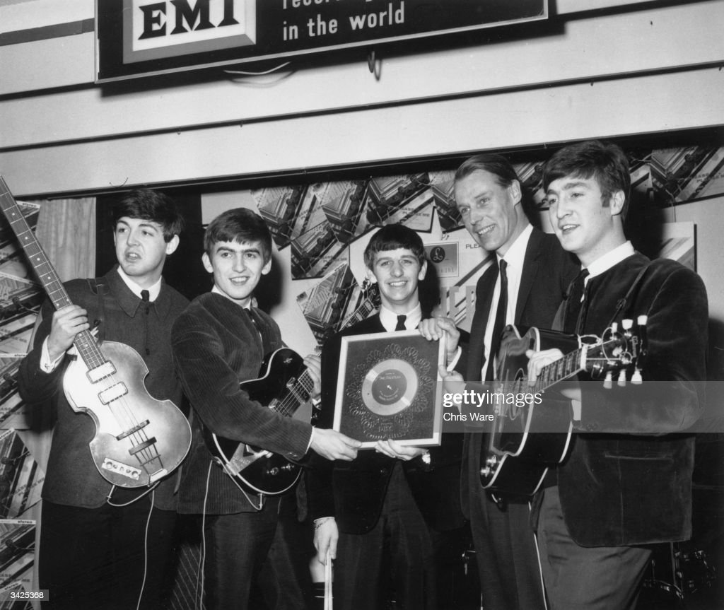 Silver For Beatles : News Photo