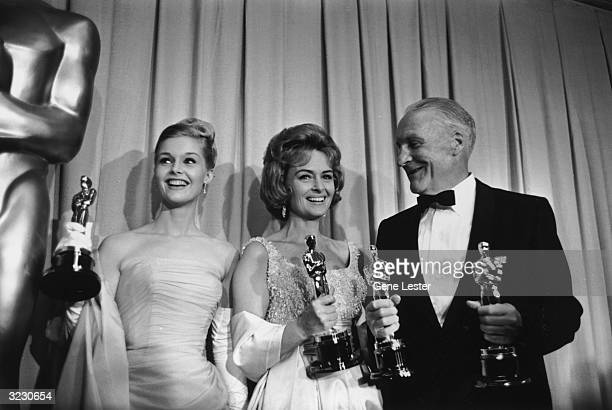 EXCLUSIVE LR American actors Carol Lynley and Donna Reed and Fred Metzger hold Oscar statuettes as presenters backstage at the Academy Awards Santa...
