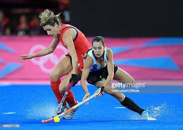 8th August 2012 London 2012 Olympic Games Women's Hockey SemiFinal Argentina vs Great Britain Ashleigh Ball battles with Josefina Sruoga