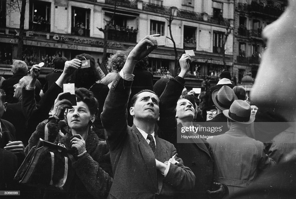 VE Day In Paris : News Photo