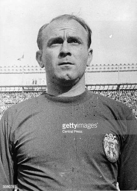 Argentinian footballer Alfredo Di Stefano who was the top scorer in the Spanish league five times between 1954 and 1960
