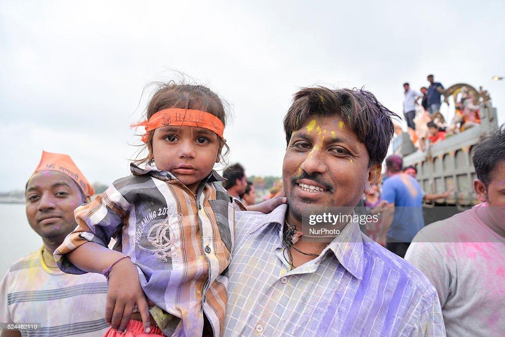 Ganesh Chaturthi Festival: Hindus Immerse Idols of Elephant-Headed God in Water : News Photo