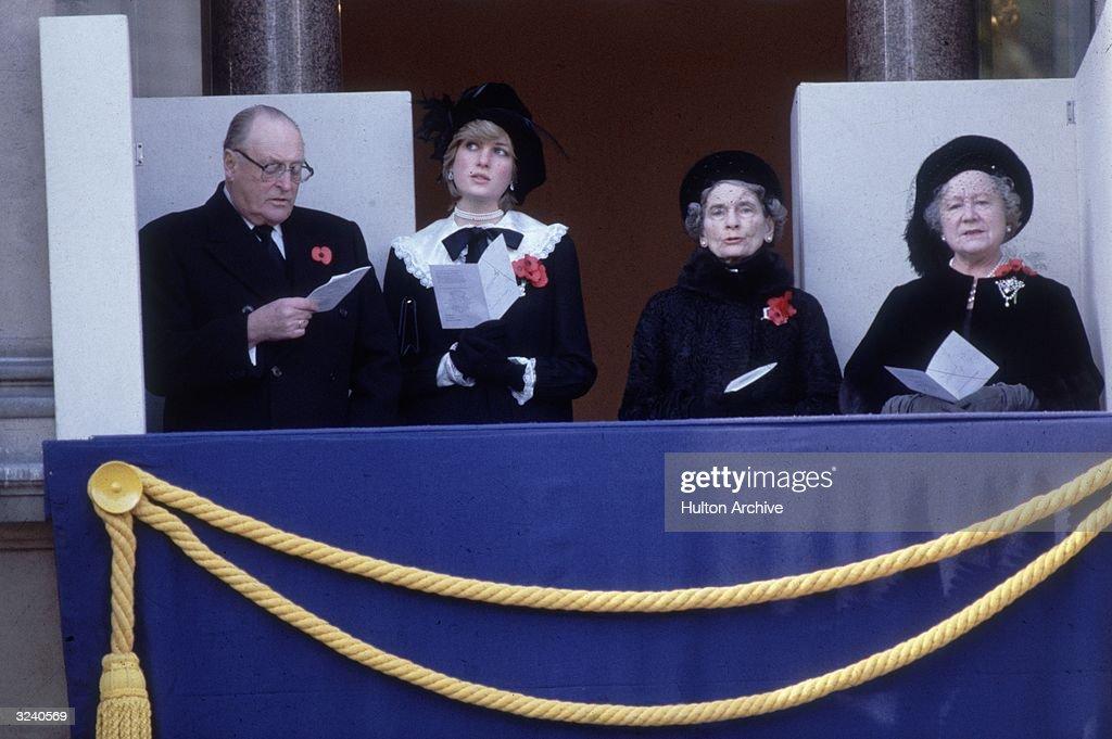 Remembrance Royals : News Photo