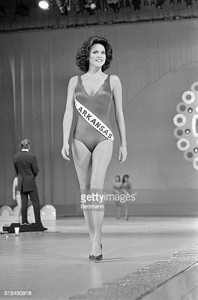 Atlantic City, New Jersey-: Miss Arkansas, Elizabeth Ward, walks down the runway as she wins the swimsuit portion of the Miss America Pageant during...