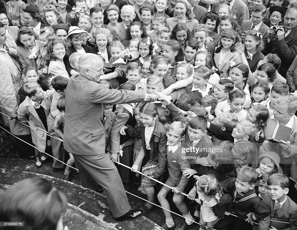 Harry S. Truman Greeting American Children in Brazil : ニュース写真