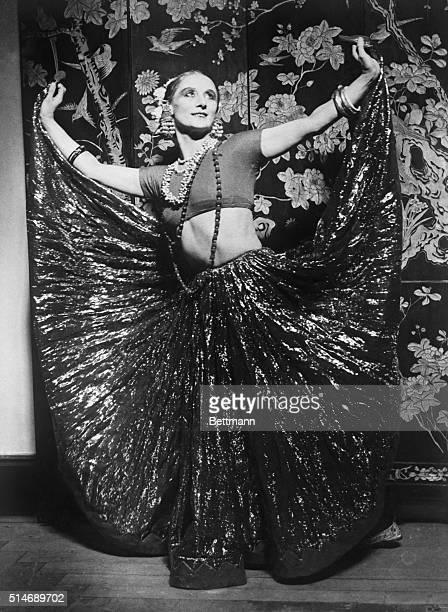 London, England: Madame Anna Pavlova, famous Russian ballet dancer, practicing her Hindu dance for the opening of her season at Covent Garden Opera...