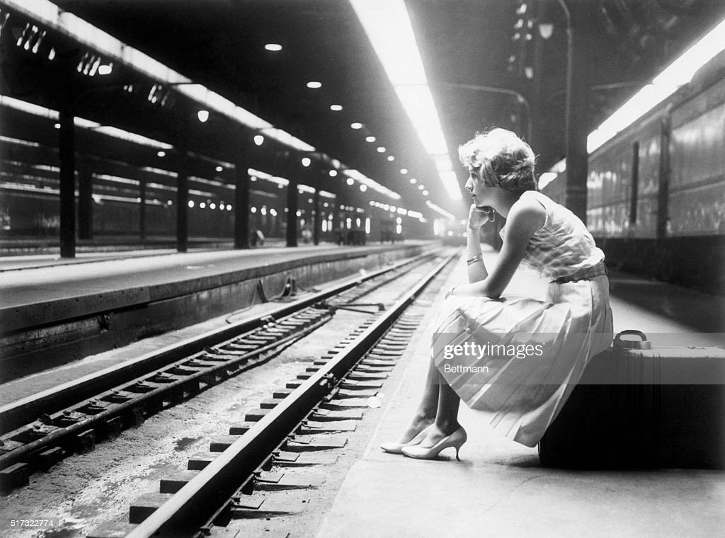 Waiting in vain at Union Station here 9/1 Ellen Schmitz, 16, of St. Louis typifies plight of many travelers in Chicago and other cities as the strike of Pennsylvania Railroad stranded thousands of passengers.