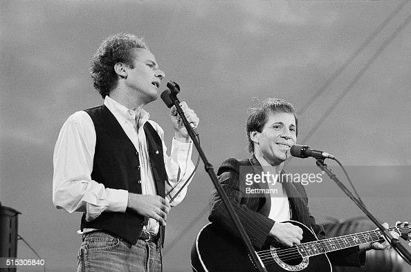 New York, New York- Art Garfunkel And Paul Simon Perform