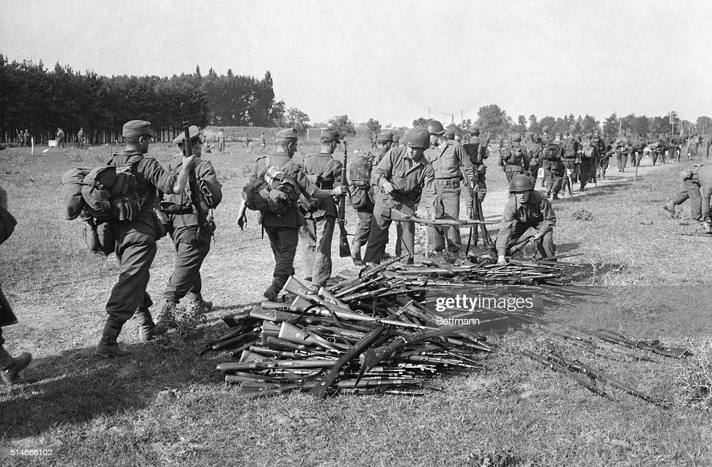 Germans Surrendering To American Troops : News Photo