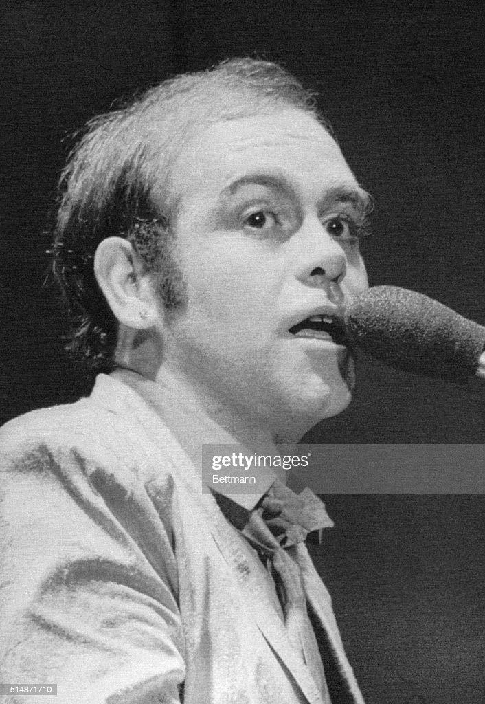 Elton John In Action, Performing : News Photo