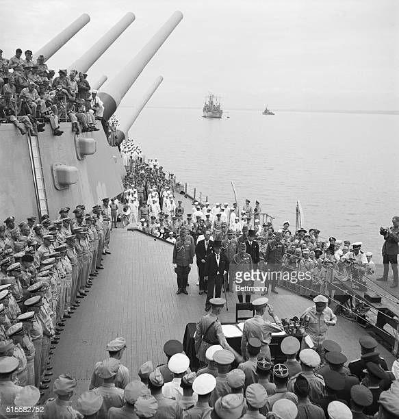 Tokyo Bay, Japan:Lt. Gen. Jonathan Wainwright,and Gen. A.E. Percival, British defender of Singapore in 1942,both recently released from a Jap prison...