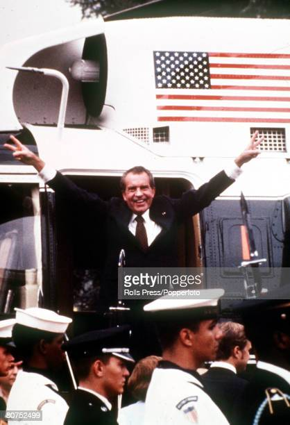 9th AUGUST 1974 Washington D C USA President Richard Nixon of the United States gives the Vsign with both hands before boarding the Presidential...