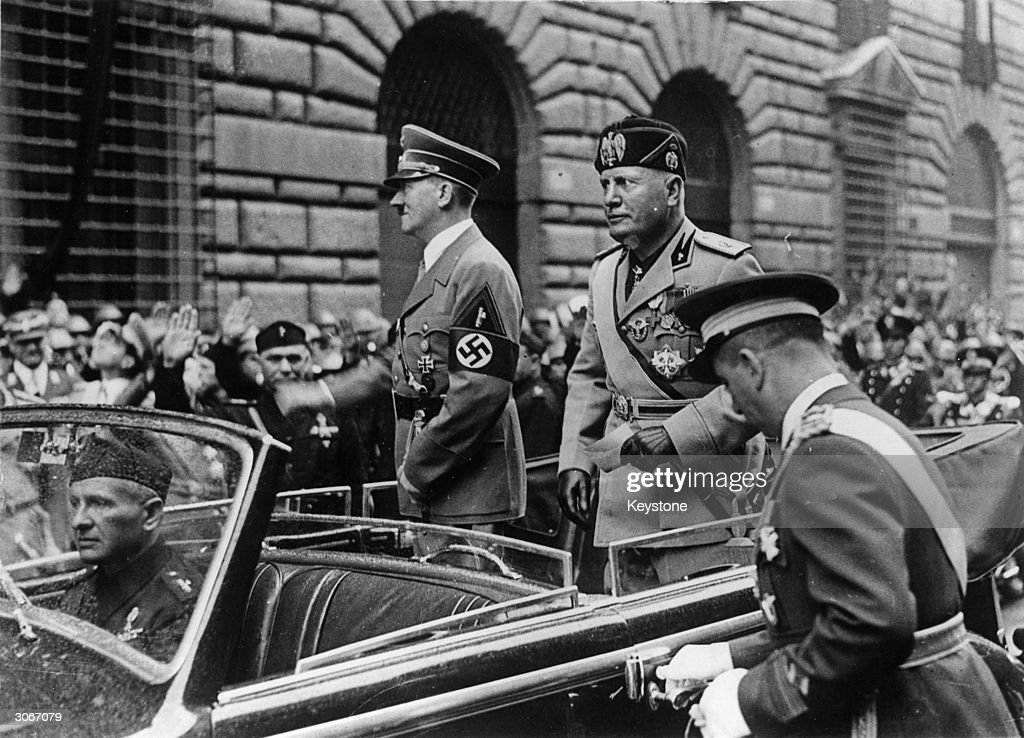 Allies On Parade : News Photo