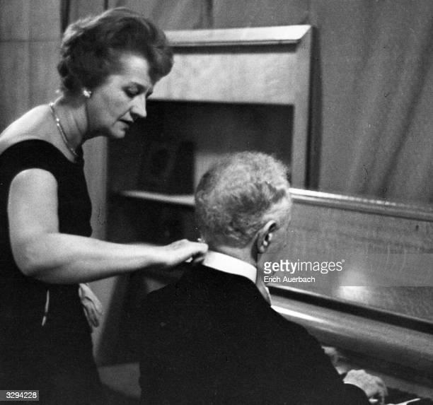 Polish-born US pianist Arthur Rubinstein with his wife Nela Rubinstein in the Green Room, Royal Festival Hall, London.