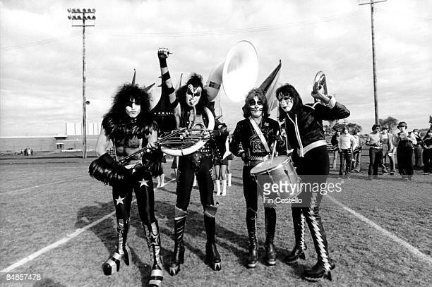 Photo of Gene SIMMONS and KISS and Peter CRISS and Paul STANLEY and Ace FREHLEY LR Paul Stanley Gene Simmons Peter Criss Ace Frehley posed group shot...