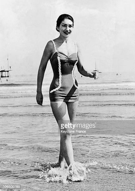 9Th September 1957 The Divina Walks Along The Lido Beach At Venice Where Is Held The Film Festival
