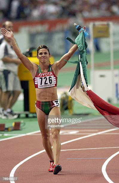 9th World Championships in Athletics Paris France 27th August 2003 Womens 400m Final Ana Guevara of Mexico celebrates after winning the race
